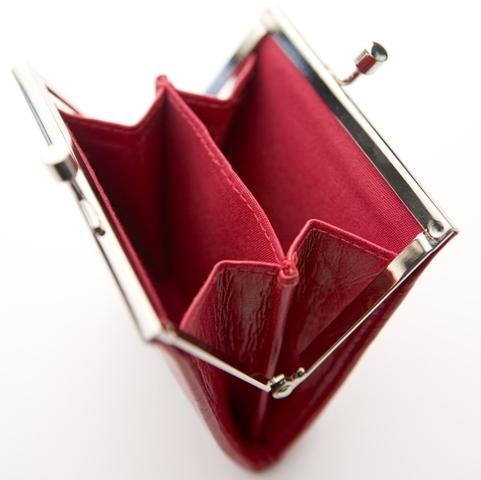ΑΠΟΚΛΕΙΣΤΙΚΟ: Χάθηκαν τα μισά χρήματα απ' την Commercial Value. Λεφτά δε θα πάρουν οι πελάτες ούτε στο 2011!