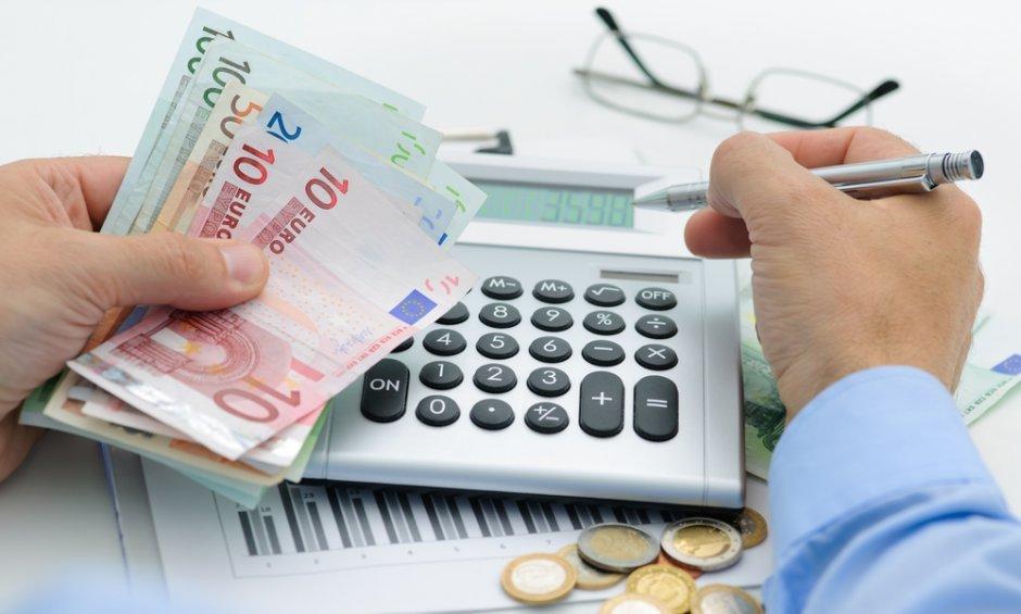 Διπλές εισφορές έως το τέλος Αυγούστου για τους ελεύθερους επαγγελματίες