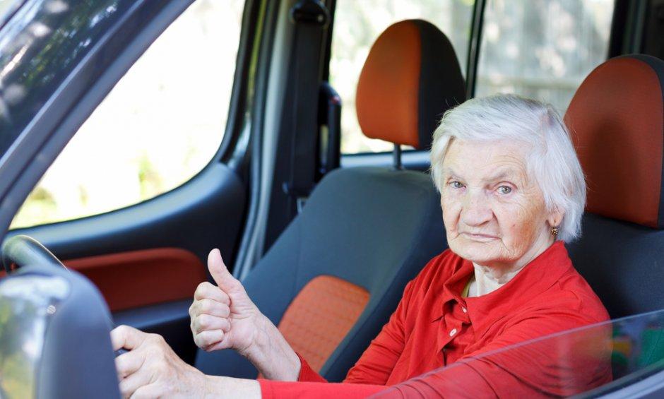 Μέχρι ποια ηλικία ασφαλίζεται ένας οδηγός αυτοκινήτου μετά την επανεξέταση των 74 ετών;
